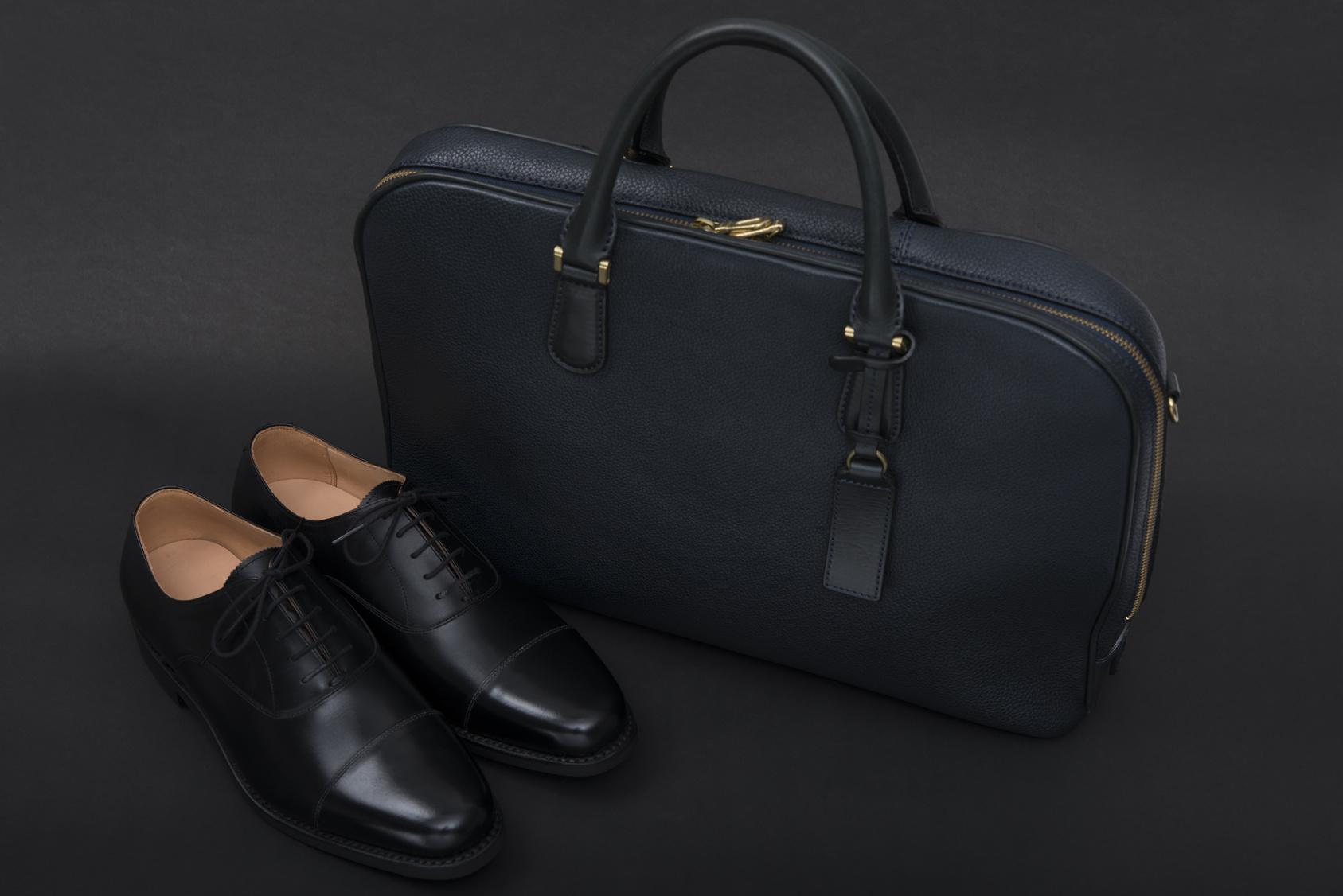 ビジネスシューズとバッグ